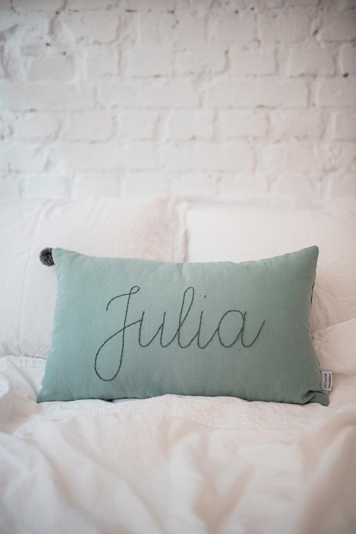 poduszka dekoracyjna haftowana